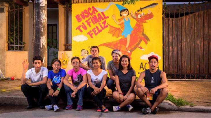 Young activists who are part of the ACTÚA, Detén la violencia campaign in Bolivia.